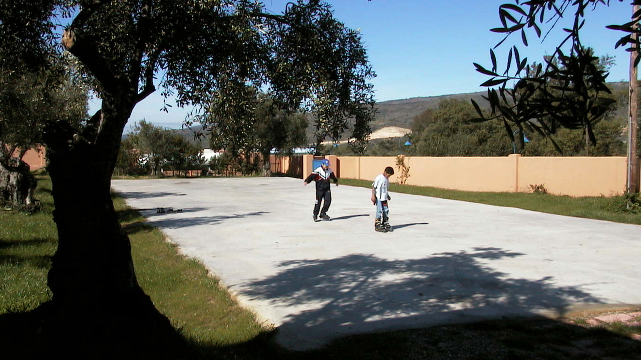 Pista de patinaje. Ahora además tenemos canastas para jugar al basket