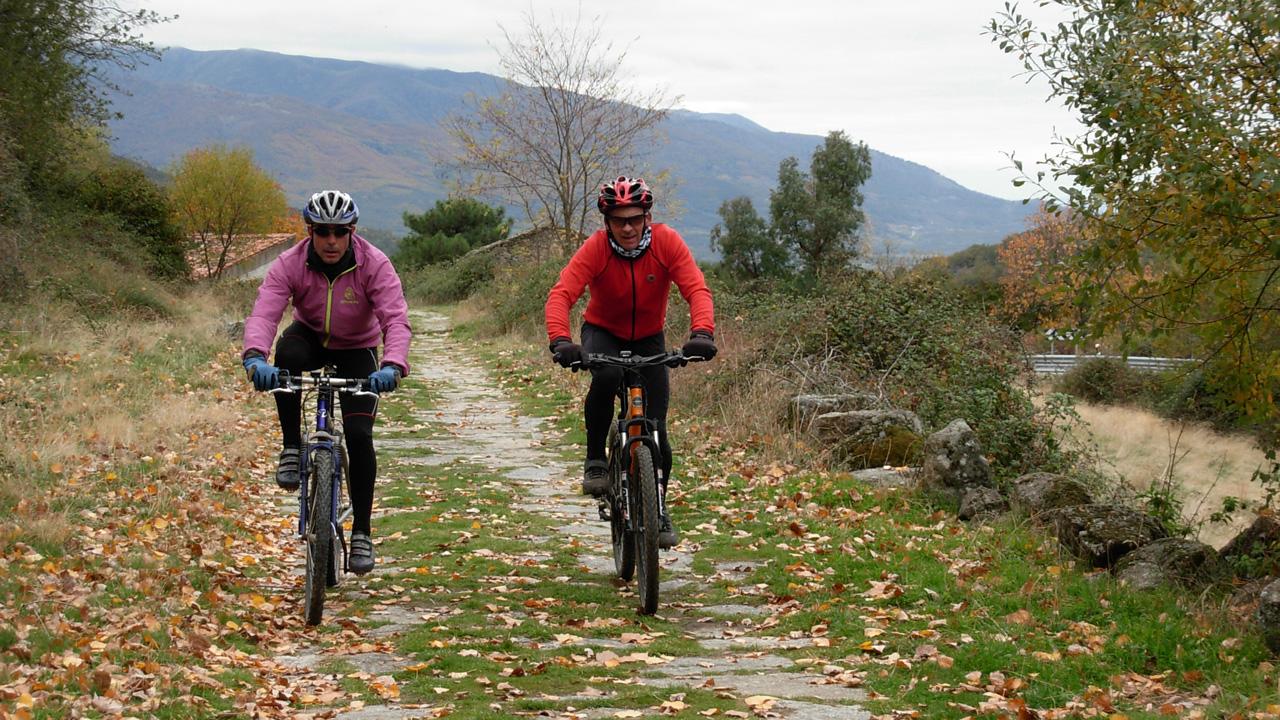 Mountain-bike en el Valle del Ambroz. Más información en recepción.