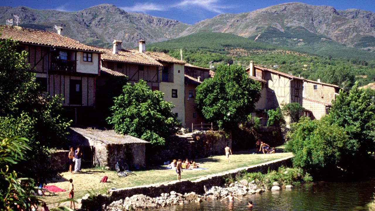 Fachadas de las casas junto a la Fuente Chiquita. Fotografía cedida por DIVA.