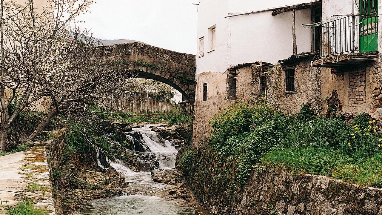 Aldeanueva del Camino. Puente sobre el río. Fotografía cedida por DIVA.