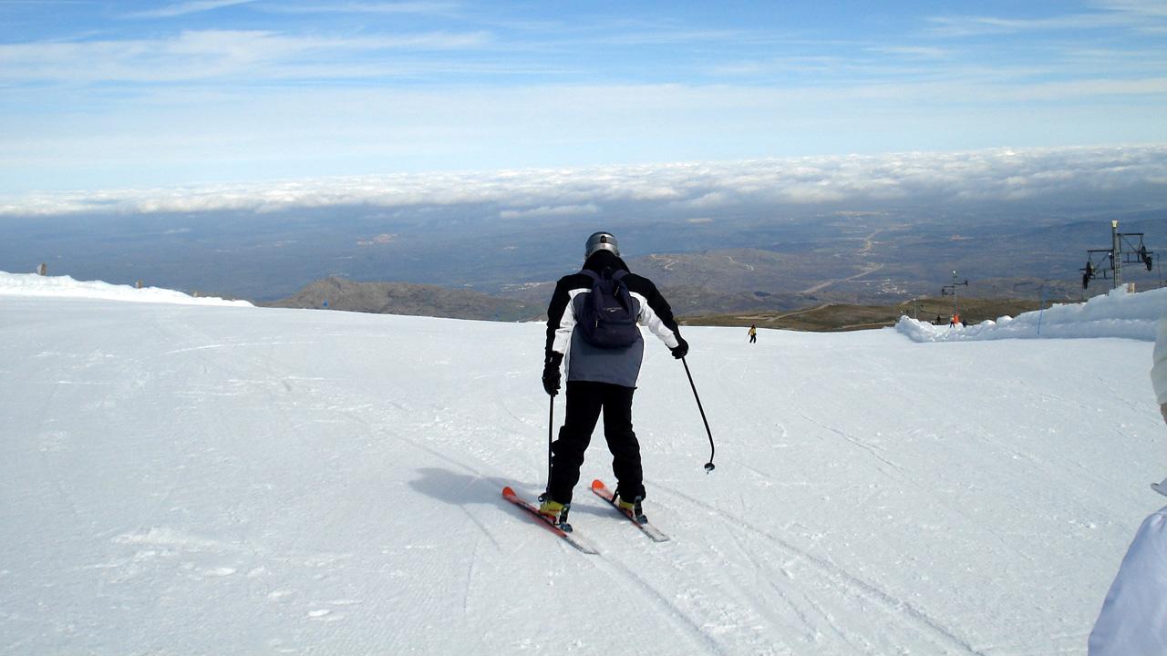 Esquí en la Covatilla. Más información en recepción.