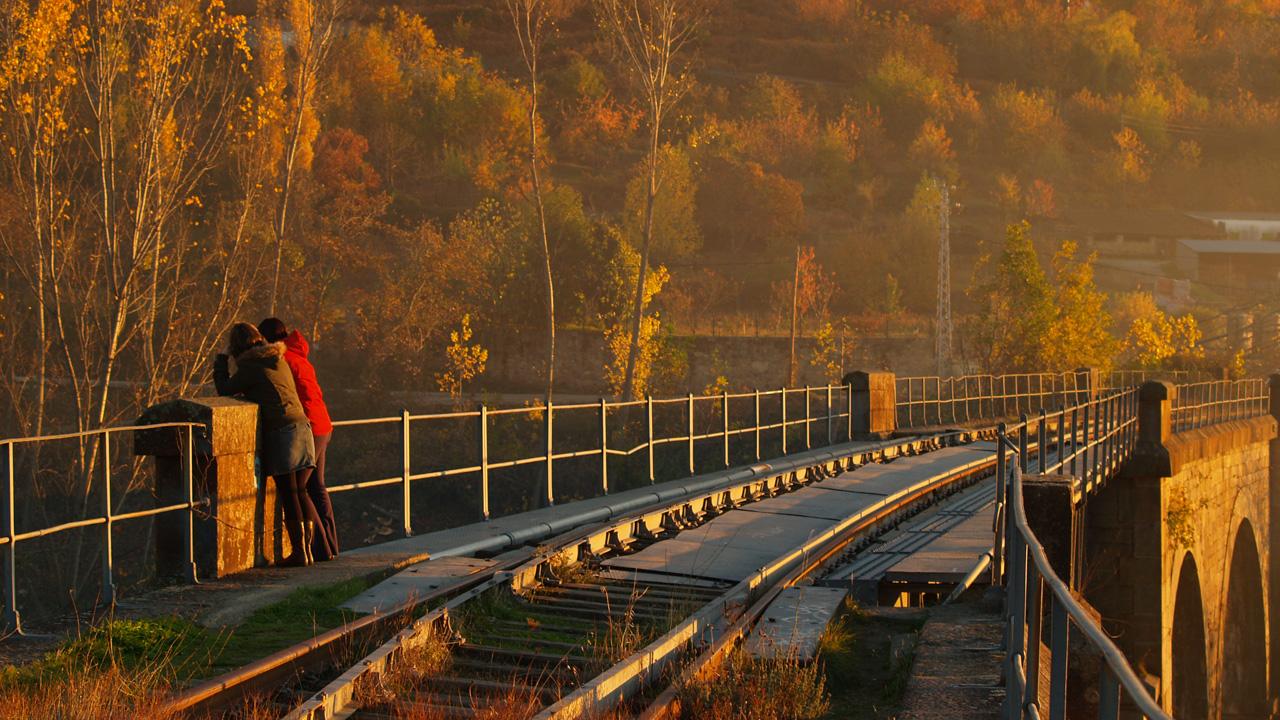 Puente de Hierro en otoño. Antigua vía Plasencia-Salamanca. Fotografía cedida por DIVA