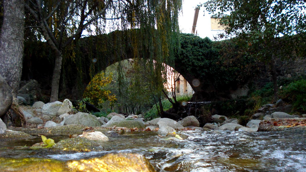 Puente romano sobre el río Ambroz, en la Fuente Chiquita. Fotografía cedida por DIVA.